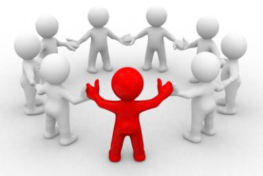 grupo de personas cogidos de la mano simbolizando la colaboración