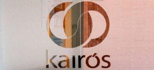 Logotipo Kairós en acceso a al centro